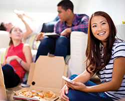 College students who live at Camino del Sol near University of California, Irvine eating pizza